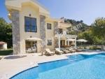 İzmir ceşme de tesetürlü aiilelere uygun ultra lüks kiralık havuzlu villa